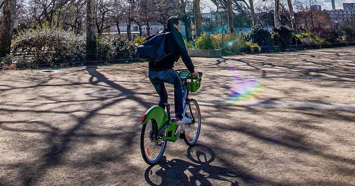 548606 velo a paris 8 e1590437447473.jpg?resize=412,232 - Respect des distances sociales : La pratique du vélo est fortement encouragée