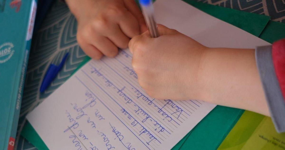 5e99bfbde0f749a6738b45a0 e1590609217643.jpg?resize=412,232 - Déconfinement : Le chômage partiel maintenu pour les parents dont l'enfant ne pourra aller à l'école