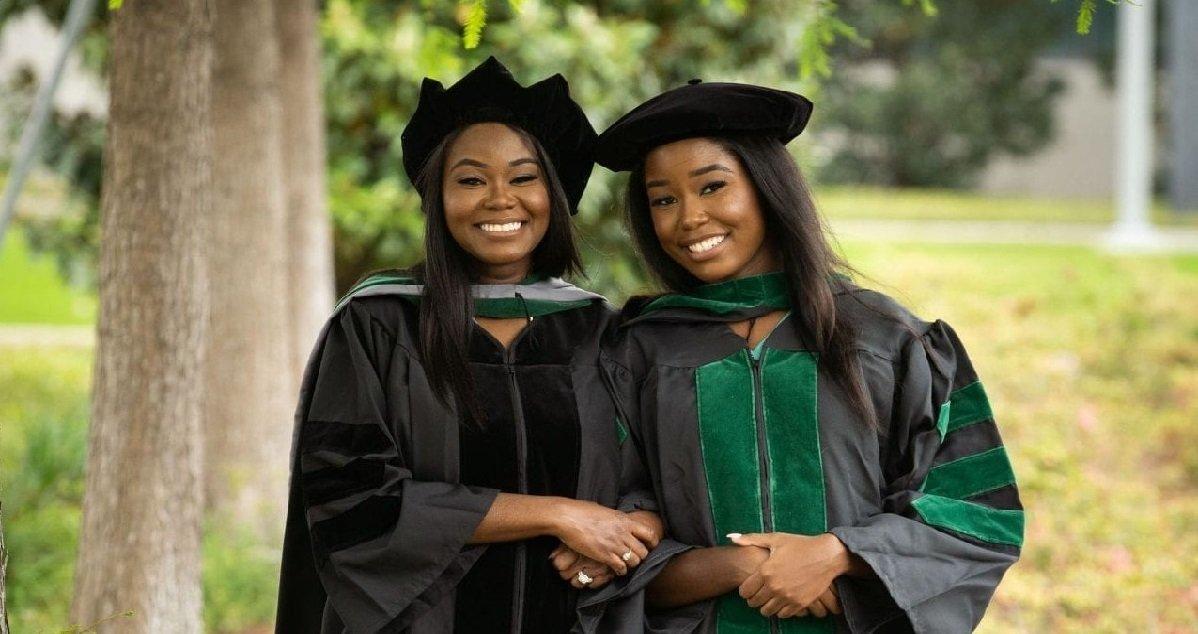 diplome.jpeg?resize=412,232 - Histoire inspirante: une mère et sa fille ont été diplômées de médecine ensemble !