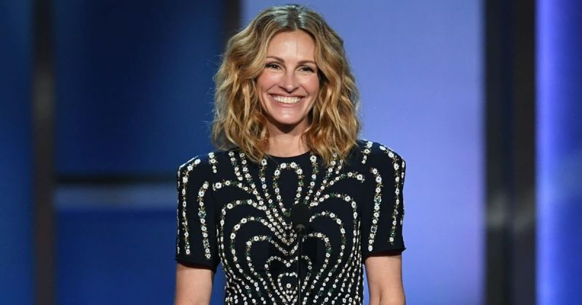 ec8db8eb84ac 16.jpg?resize=412,232 - Julia Roberts Dons Met Gala Dress In Her Quarantine, While She Might Have Been Cast as Harriet Tubman According To Revelations