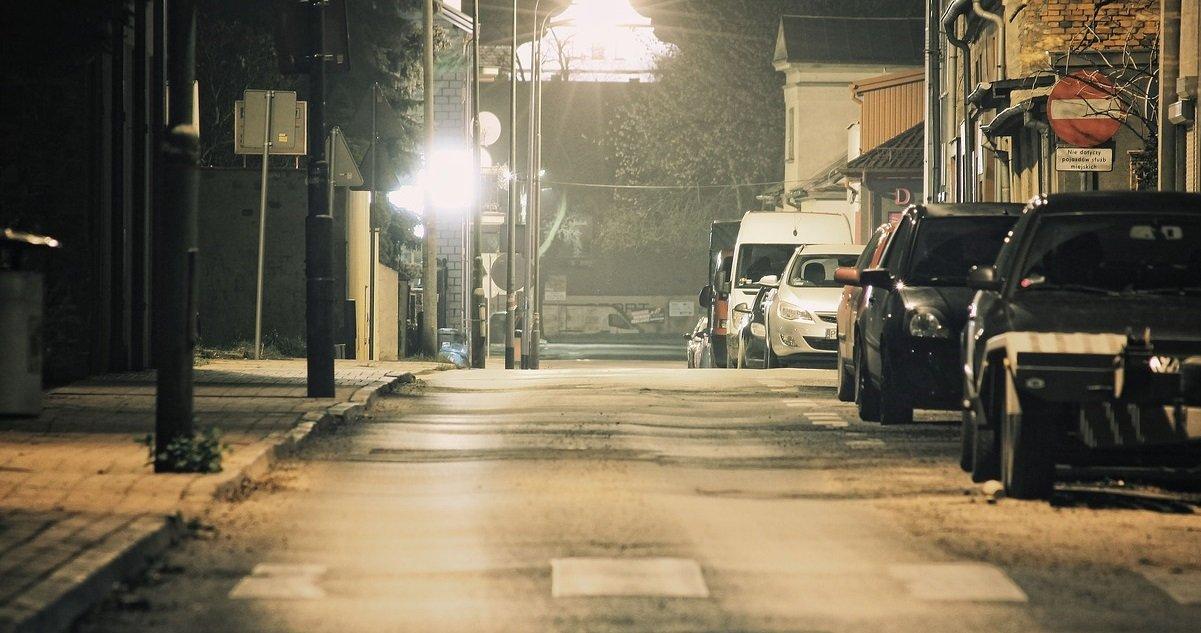 night 3011787 1280.jpg?resize=1200,630 - Une femme a été retrouvée nue dans la rue avec la tête de sa fille dans un sac !