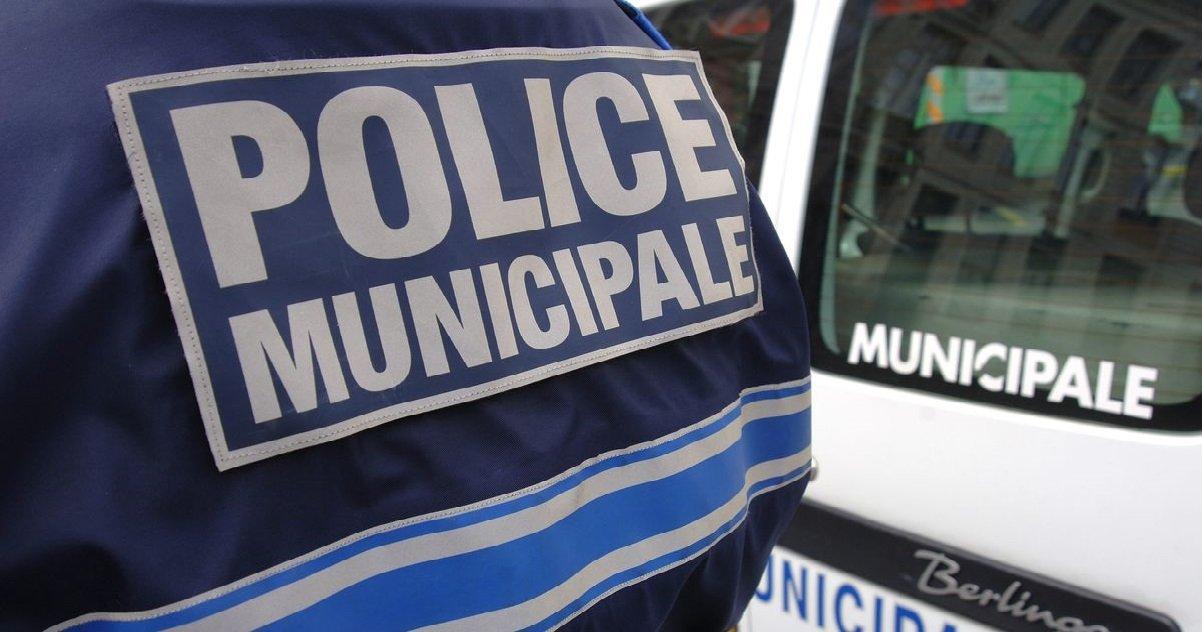 police 6.jpg?resize=412,232 - Dans le Calvados, des policiers municipaux se sont enlisés sur la plage et des jeunes sont venus les aider...