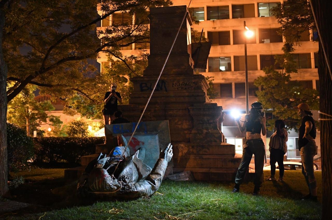 Protesters Topple Confederate General Statue In Washington DC And ...