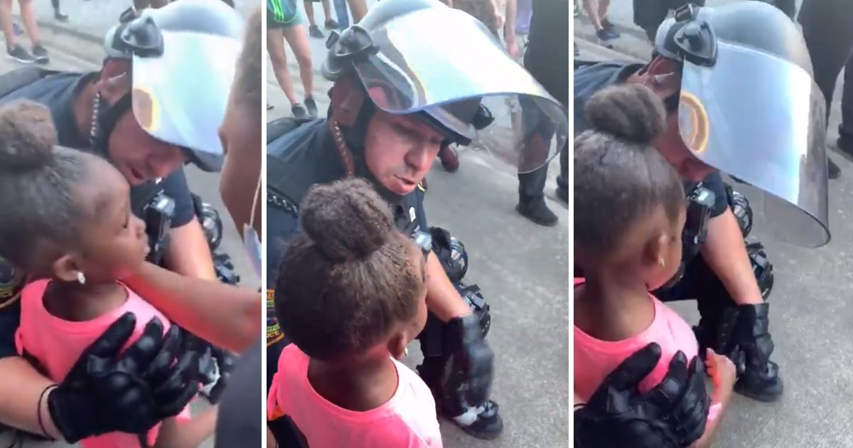 cops kneel.jpg?resize=412,232 - Houston Cop Kneels Down And Hugs 5-year Old Girl Asking If He Was 'Going To Shoot Her'