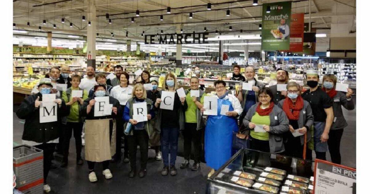 dna e1591710252761.jpg?resize=1200,630 - Remerciements : Une cliente anonyme fait un don aux employés d'un supermarché