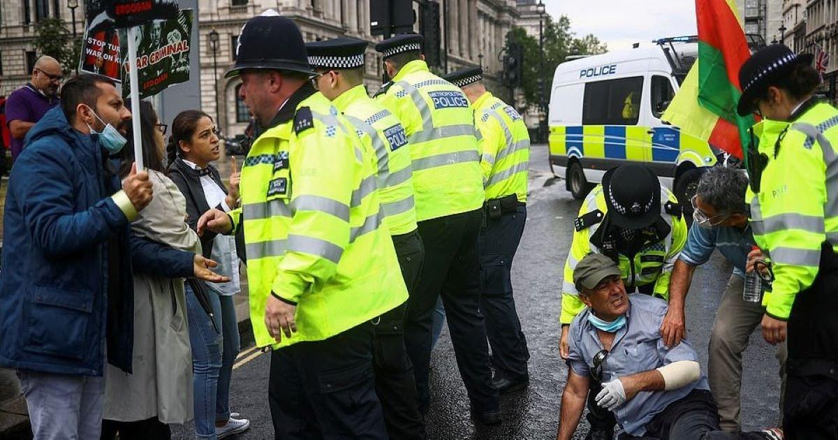 ec8db8eb84ac 2 12.jpg?resize=412,232 - Boris Johnson's Car Damaged By Kurdish Protester's Antics
