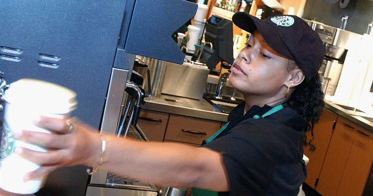 ec8db8eb84ac 4 13.jpg?resize=1200,630 - Starbucks Employees Allowed 'Black Lives Matter'-Related Outfits After Initial Ban
