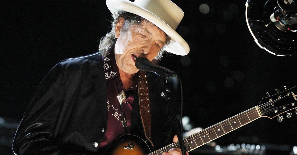 nbc news 1.jpg?resize=1200,630 - Bob Dylan Renews Legendary Status By Topping No.1 In UK Charts Again