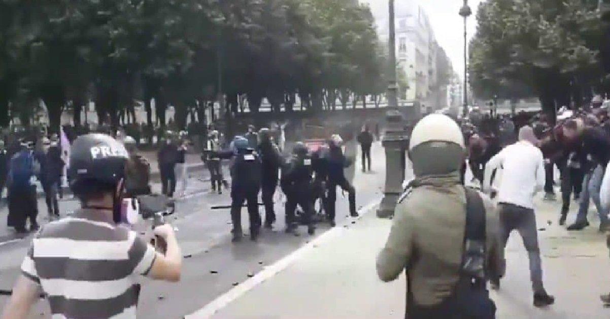 police1.jpg?resize=1200,630 - Un policier lynché au sol lors des manifestations des soignants va porter plainte
