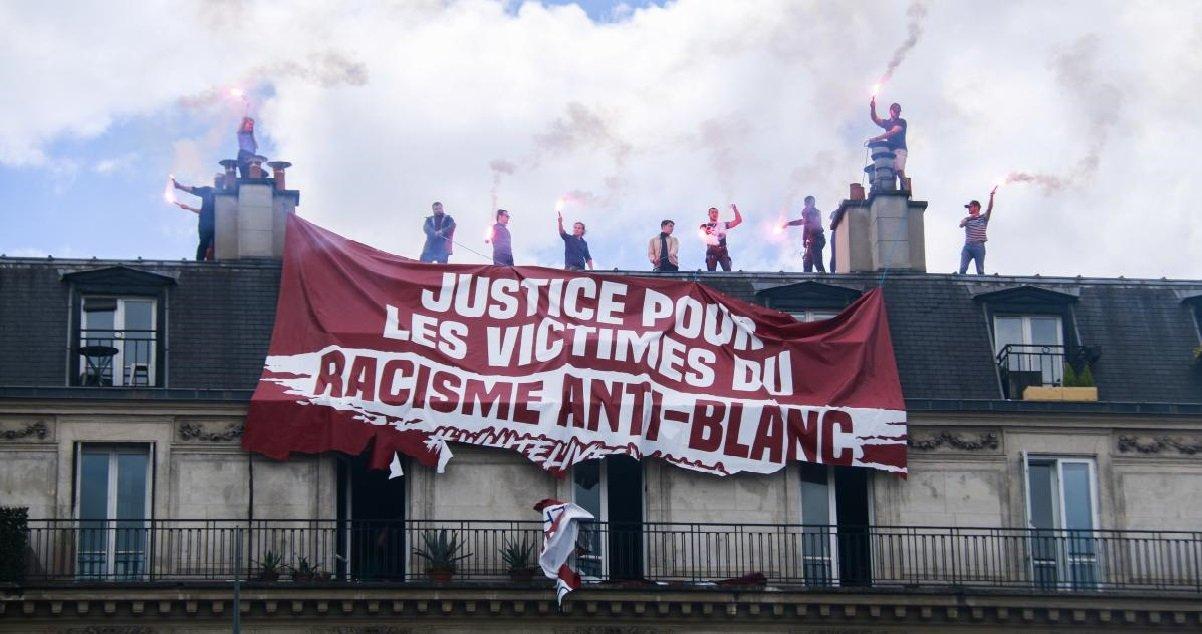 """racisme.jpg?resize=1200,630 - Manifestation à Paris: un groupe d'extrême-droite a déployé une banderole pour dénoncer le racisme """"anti-blanc"""""""