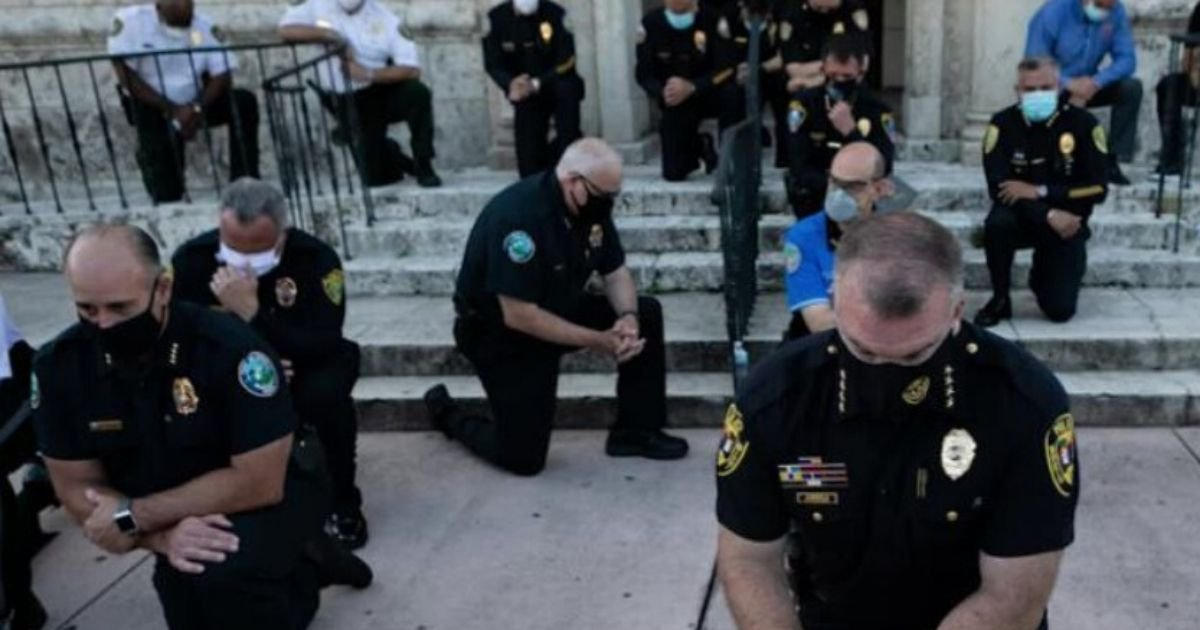 untitled design 2 10.jpg?resize=1200,630 - Police Officers Warned That Refusing To Kneel Before Protesters Could Lead To Trouble