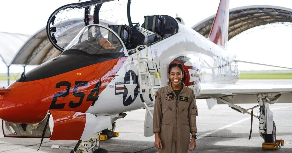 106614025 1594666615837ap 20194102799967 e1594761239296.jpg?resize=412,232 - Etats-Unis : Pour la première fois, une femme noire devient pilote de chasse