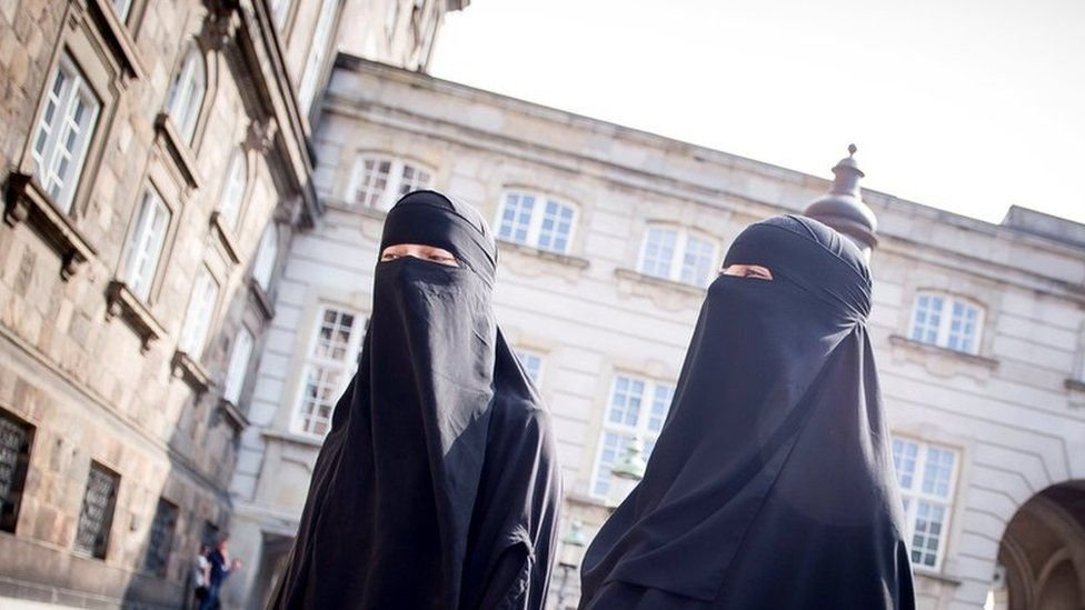 Denmark passes ban on niqabs and burkas - BBC News