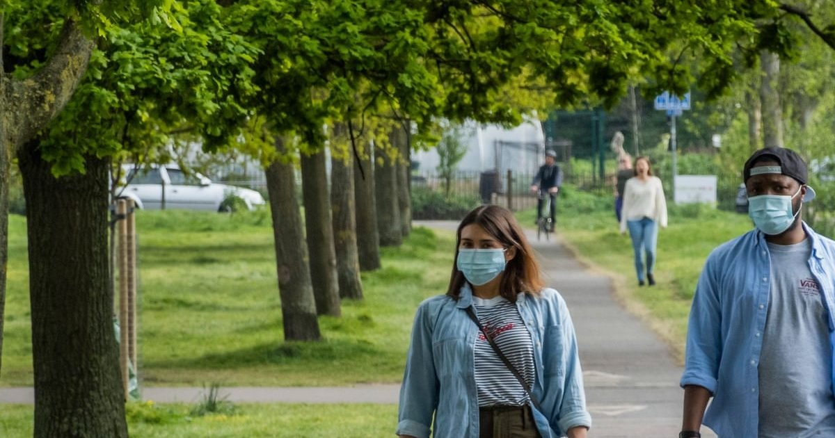 4384 1 e1596177050728.jpg?resize=412,232 - Covid-19 : Allons-nous devoir porter le masque même en extérieur ?