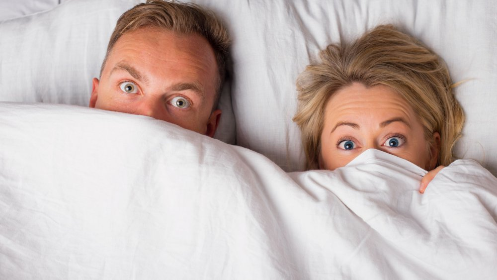 couple au lit etonnes.jpg?resize=1200,630 - Petit guide: comment péter au lit en couple