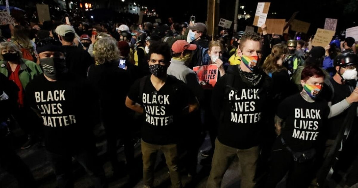 cover 3.jpg?resize=1200,630 - Group of Military Veterans Formed a Wall To Protect Portland Black Lives Matter Protesters