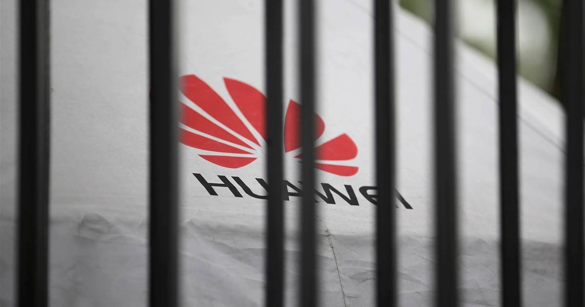 ec8db8eb84ac 2 24.jpg?resize=412,232 - Huawei Beats Samsung For The First Time In History In Sales