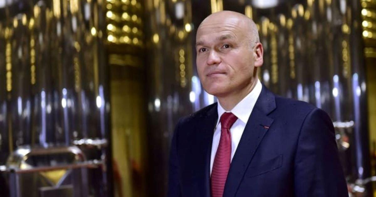 ec8db8eb84ac 3 2.jpg?resize=1200,630 - If US Brings Them Down, This Russian Billionaire Will Buy Those Statues