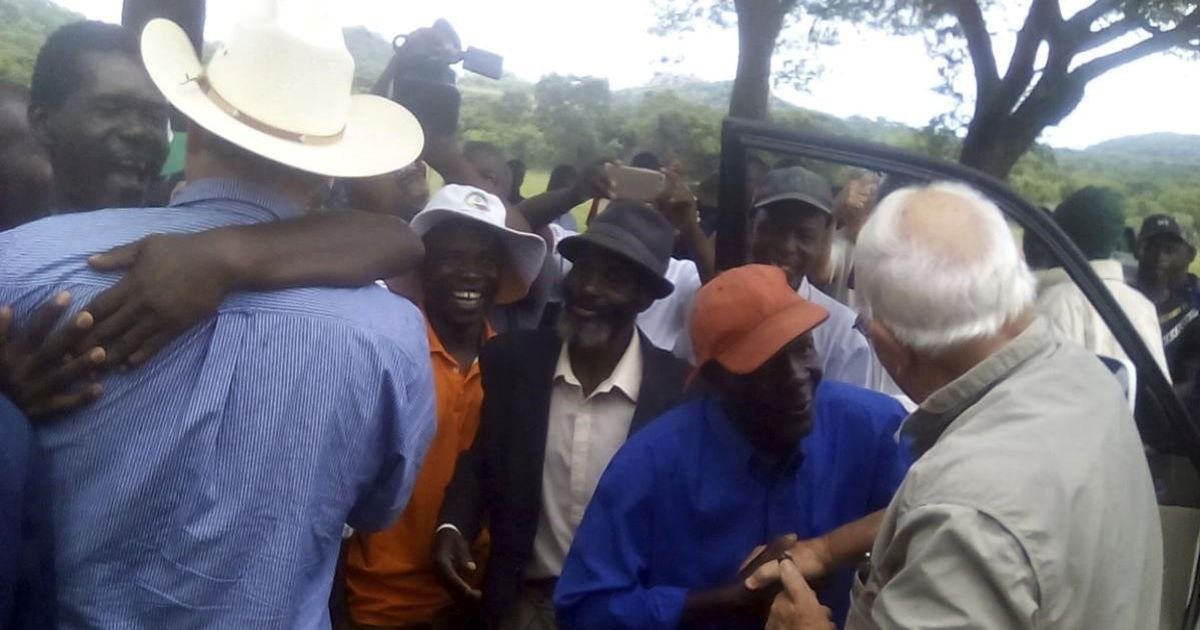 ec8db8eb84ac 3 23.jpg?resize=1200,630 - Zimbabwe Helps Its White Farmers Get Back On Track