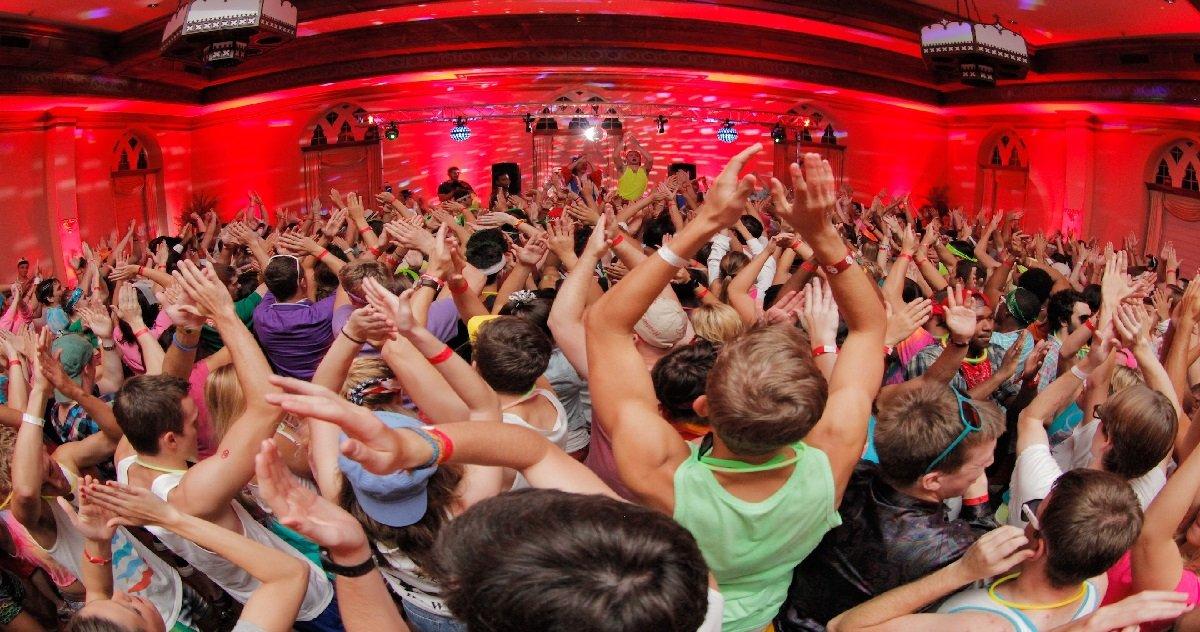 """frat.jpg?resize=412,232 - Etats-Unis: des étudiants ont organisé des """"soirées Covid-19"""" avec des personnes déjà contaminées"""