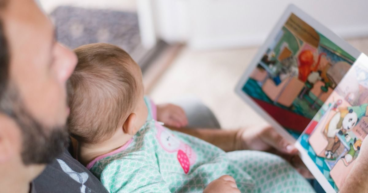 picsea eqltydzrx7u unsplash e1595982550438.jpg?resize=412,232 - Congé parental : Le congé paternité pourrait être allongé à un mois et devenir obligatoire