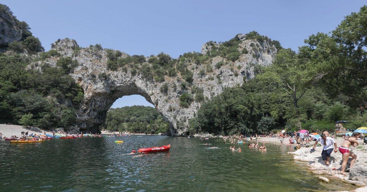 plage.jpg?resize=1200,630 - Ardèche: un jeune homme s'est noyé dans une rivière devant ses amis
