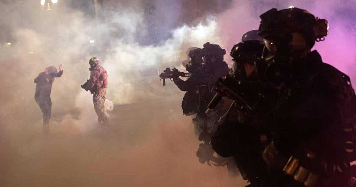 r1 1.jpg?resize=1200,630 - Federal Agents Tear-Gassed Portland Protesters Again Despite Order To Withdraw