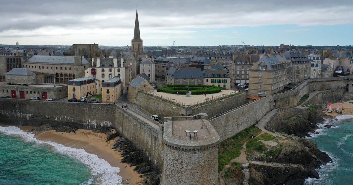 saint malo.png?resize=1200,630 - La ville de Saint-Malo rend obligatoire le port du masque dans les rues d'Intra-muros et les remparts