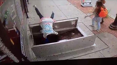Nueva Jersey: Mujer cae a un sótano mientras miraba su celular ...