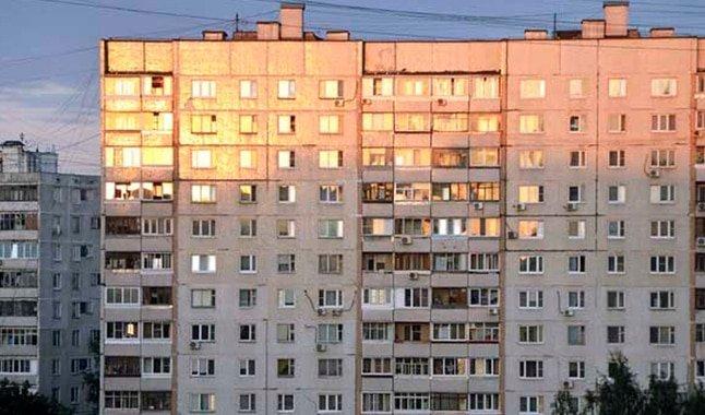 Rusia: mujer cae del noveno piso, se levanta y se va caminando ...