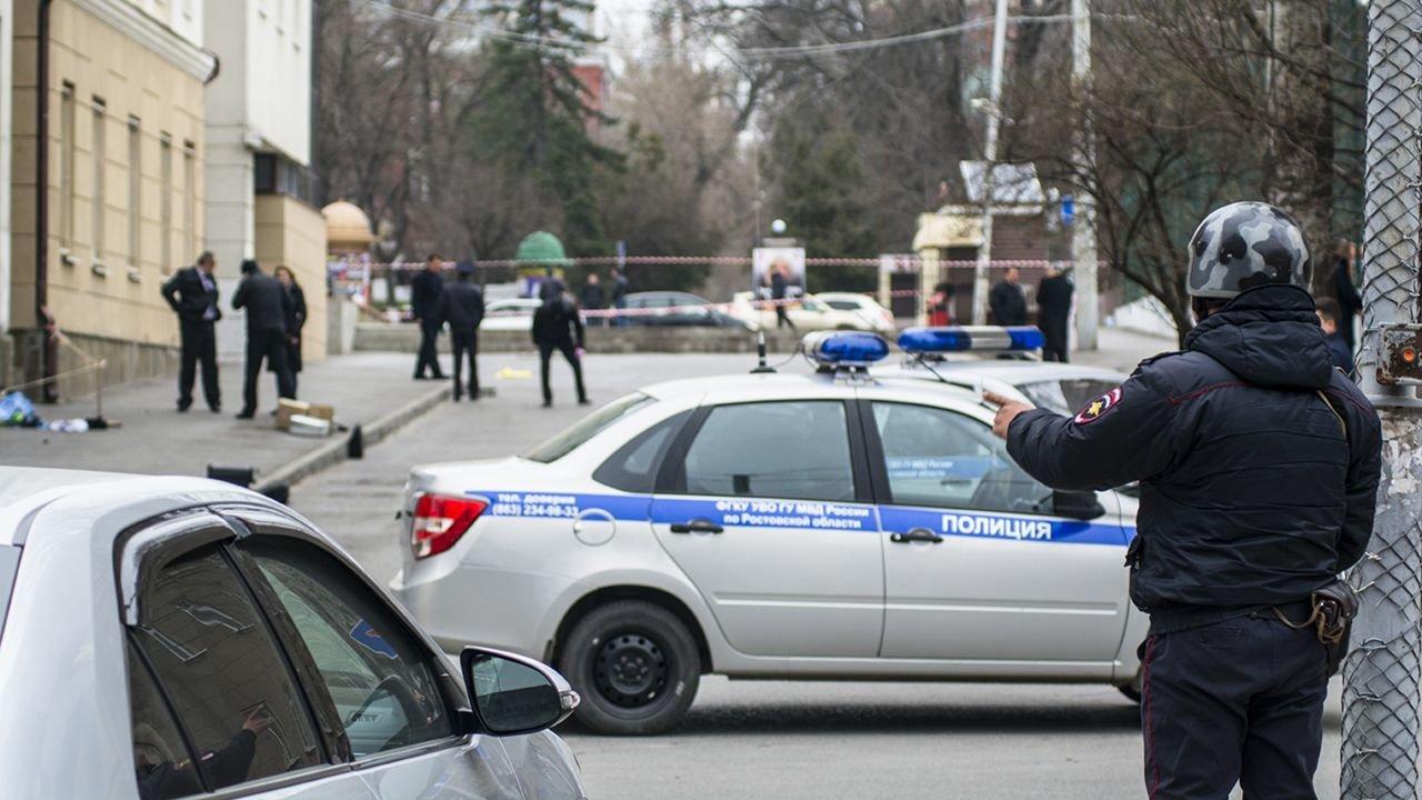 Un hombre arroja un televisor desde un noveno piso y mata a un ...