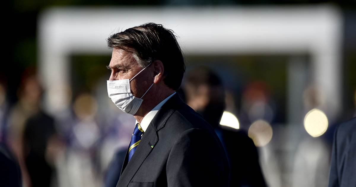 ec8db8eb84ac 2 20.jpg?resize=412,275 - Bolsonaro, President of Brazil, Will Punch A Reporter In The Face, According To His Threats