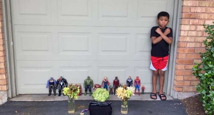 ec8db8eb84ac 2 25.jpg?resize=1200,630 - 7-Year-Old Traumatized By Black Panther's Passing Holds Homemade Memorial And Goes Viral