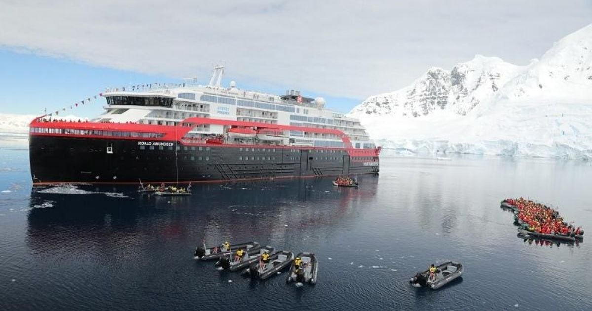hurtigruten.jpg?resize=1200,630 - 36 Crew and 4 Guests On a Norwegian Cruise Ship Test Positive For COVID-19