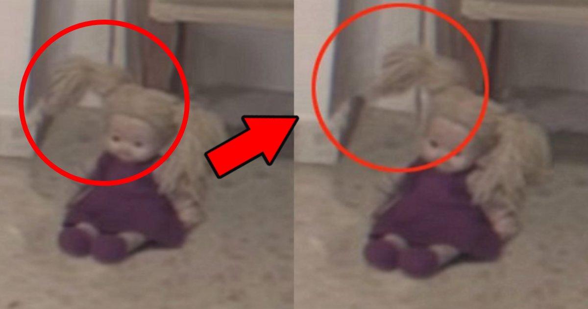 ningyo.png?resize=412,232 - 家でひとりで遊んでいる娘の隣で横たわっている人形が突如動いた!ネット上「怖すぎて鳥肌…」