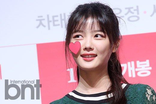 bnt포토 김유정 하트 스티커가 깜찍 | 한경닷컴