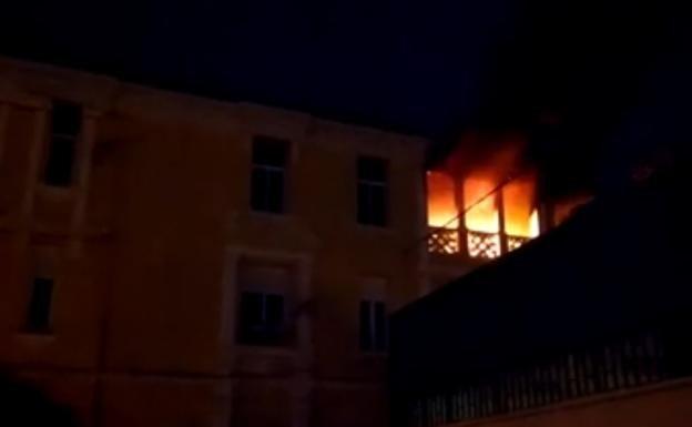 Un hombre prende fuego a la casa con su mujer y sus hijos dentro en Málaga | Ideal
