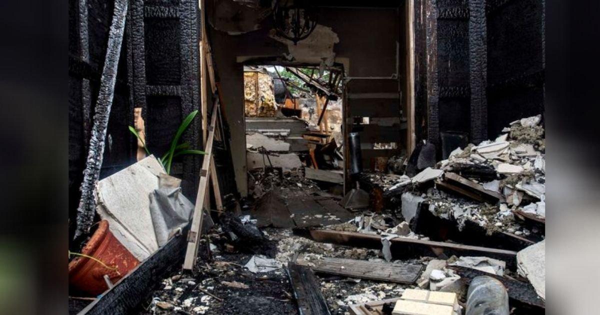 diseno sin titulo 17 3.jpg?resize=1200,630 - Hombre De 80 Años Voló Su Casa Mientras Intentaba Matar Una Mosca Con Un Matamoscas Eléctrico