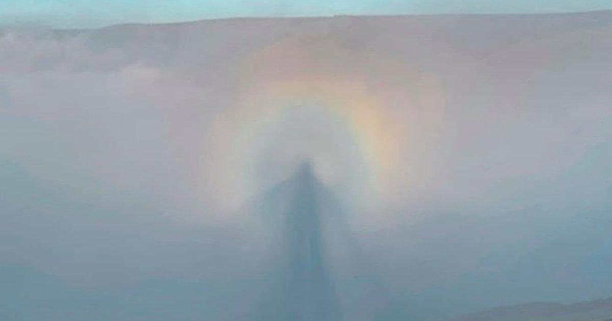 download e1599595097803.png?resize=412,232 - Un randonneur capture un phénomène rare qui ressemble à un ange dans les nuages