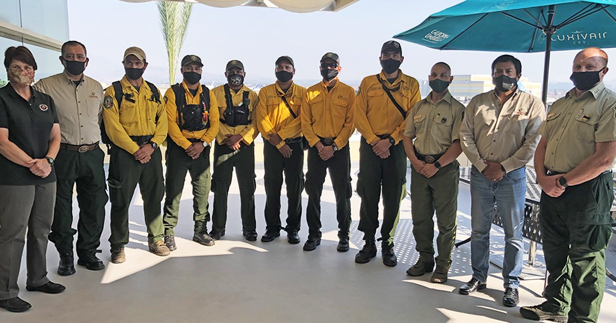 gggaa.jpg?resize=1200,630 - 100 Mexican Firefighters Arrive In California To Help Tackle Raging Wildfires