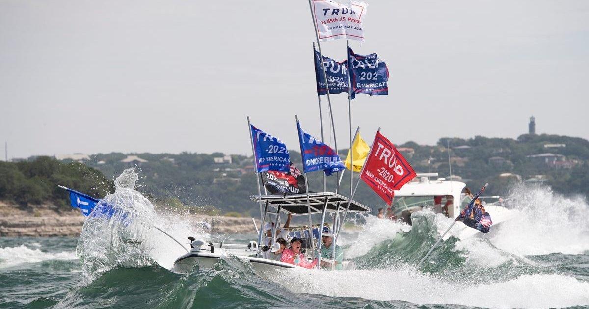 https   cdn cnn com cnnnext dam assets 200905153700 02 texas trump boat parade sink e1599511512533.jpg?resize=1200,630 - Etats-Unis : Plusieurs bateaux coulent lors d'un défilé de supporters de Trump
