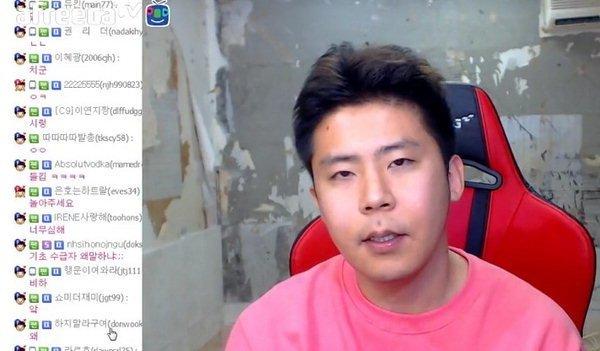"""뉴스핌 - BJ 철구, 기초생활수급자 비하 논란 """"평생 방구석에 똥칠하면서 기초수급금 받아라"""""""