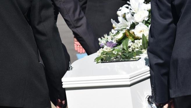 Una mujer declarada muerta se despierta en su propio funeral