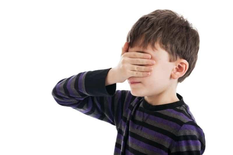 Por qué los niños se tapan los ojos para esconderse | Psyciencia