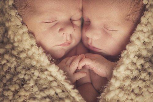 15 Confesiones de hermanos gemelos que cuentan las locuras que han hecho para aprovecharse de su