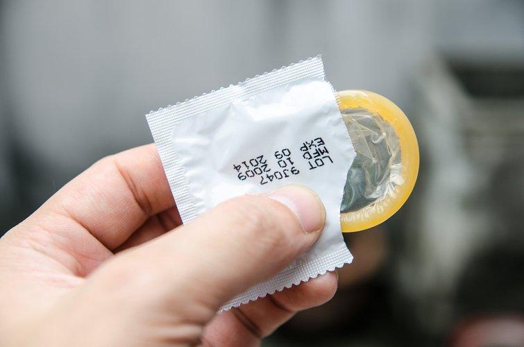 성관계 중 동의없이 콘돔 빼는 행위 늘고 있다