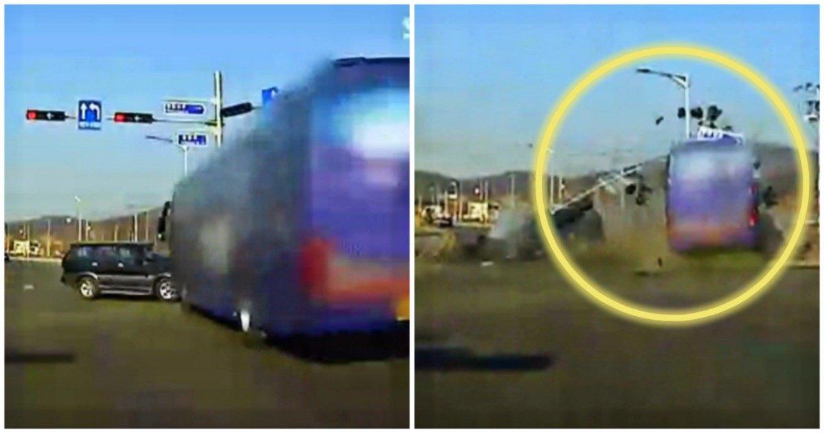 "6 11.jpg?resize=1200,630 - ""와.. 운전을 이렇게 한다고?""... 도로 한복판에서 벌어진 버스의 '충격적인' 막무가내 질주(영상)"