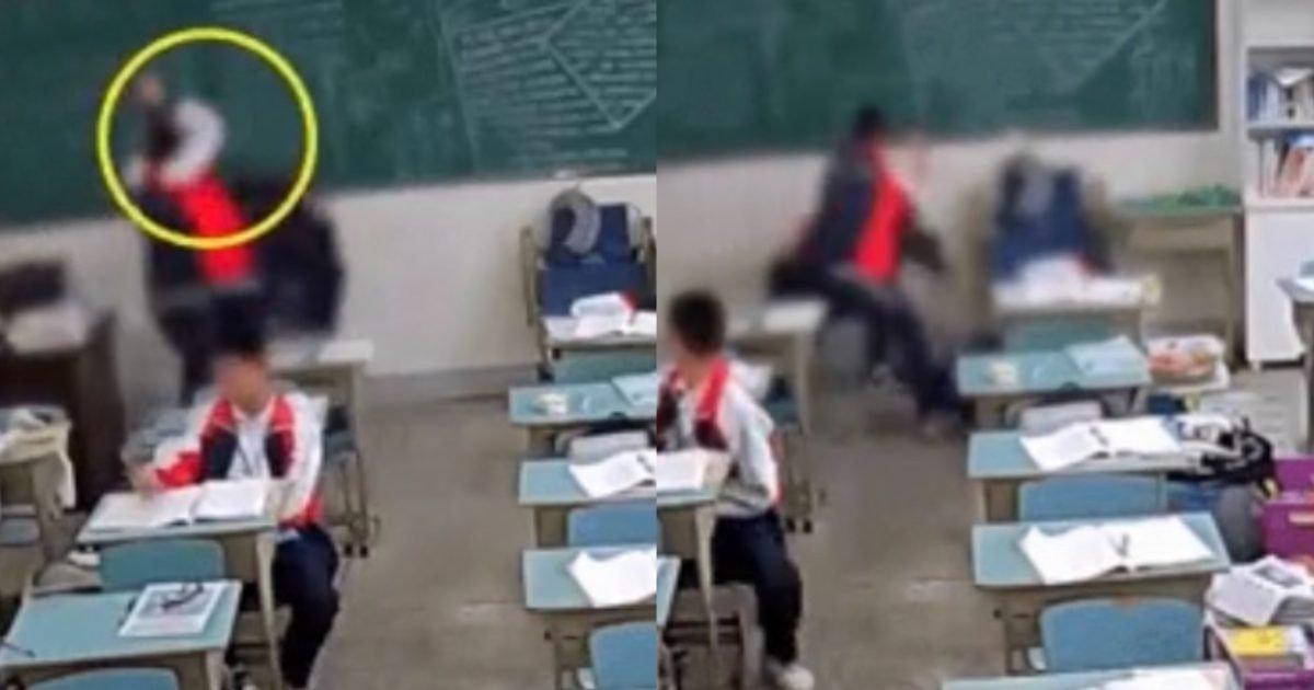 """97531781 0392 459f b5cd 66609eb62698 e1603945372940.jpeg?resize=412,232 - """"어떻게 아무도 안 말리냐..""""…학교 교실에서 벽돌로 교사 머리를 사정없이 폭행하는 중학생.gif"""