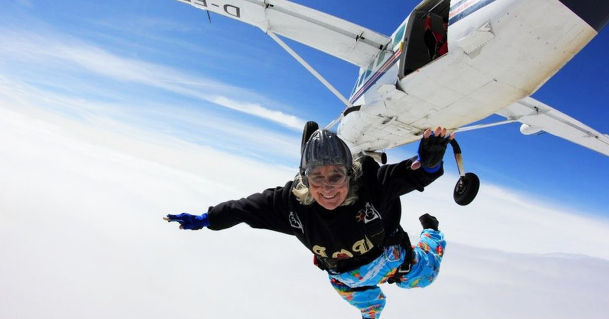 aagasdg.jpg?resize=1200,630 - World's Oldest Female Skydiver Dies At 88 After Completing 1,139 Solo Parachute Jumps
