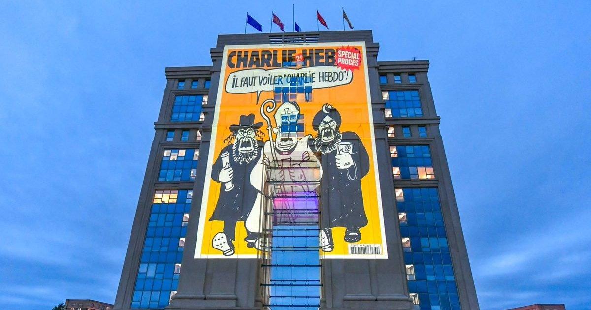 """caroledelga e1603359981186.jpg?resize=1200,630 - Région Occitanie : Des caricatures de """"Charlie Hebdo"""" projetées sur des immeubles"""